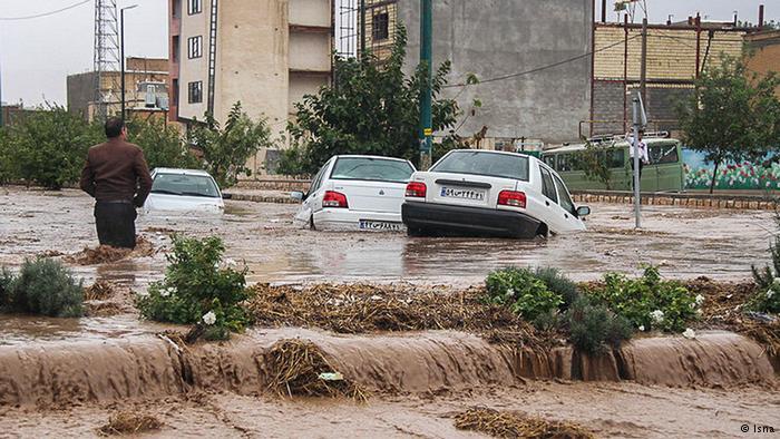 معاونت عملیات امداد و نجات جمعیت هلالاحمر خبر داد: وقوع سیلاب و آبگرفتگی در ۱۱ استان/ مرگ دختر ۸ ساله در حادثه سیل