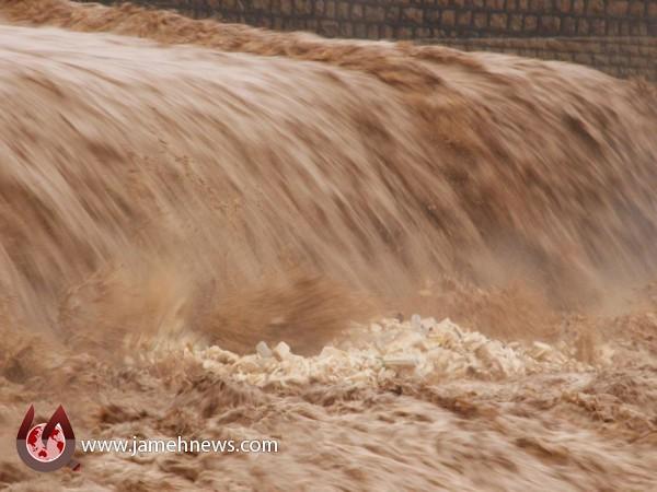 آب سدهای جهرم سر ریز شد/ وضعیت شهرستان بحرانی است