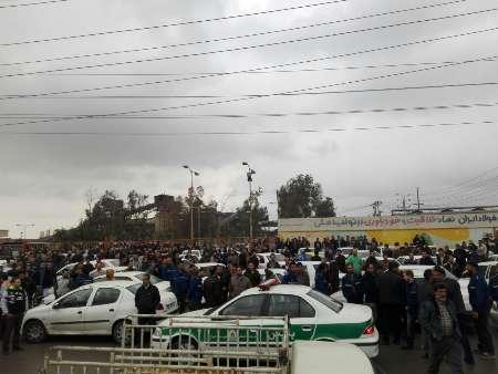 به گزارش خبرنگار ایرنا درتاریخ روز یکشنبه ۱ اسفند ۱۳۹۵آمده است : کارگران گروه ملی صنعتی فولاد در اهواز صبح یک شنبه مقابل این شرکت تجمع کرده و خواهان پرداخت مطالبات خود از سوی شرکت شدند.