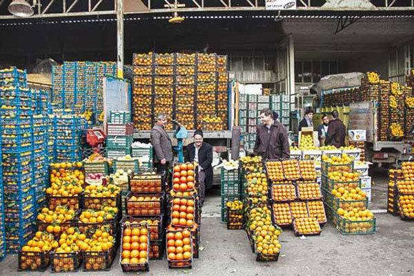 دو محصول سیب و پرتقال تنظیم بازاری در یک تا دو روز مانده به پایان سال توسط برخی خردهفروشان سطح شهر تهران سورت (دستهبندیشده) است بهطوریکه میوههای تنظیم بازاری که کیفیت بهتر داشته و بهاصطلاح مجلسی هستند، سوا شده و اکنون بهقیمت بالاتری به فروش میرسد