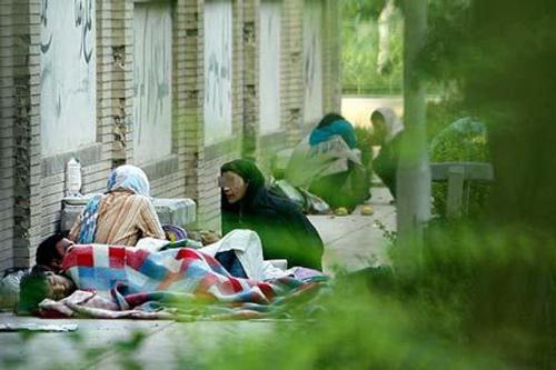 به نوشته روزنامه کار و کارگر در تاریخ روز سه شنبه ۱۷ اسفند ۱٣۹۵آمده است : رئیس کمیته اجتماعی شورای شهر تهران، از وجود دو هزار زن بی خانمان در پایتخت خبر داد. به گزارش کاروکارگر، فاطمه دانشور در نشست خبری با موضوع «گزارش عملکرد کمیته اجتماعی در حوزه کودکان کار» گفت