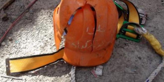 به گزارش پایگاه اطلاع رسانی رکنا در تاریخ روز سه شنبه ۱۷ اسفند ۱٣۹۵آمده است : صبح روز گذشته16اسفند، کارگرجوانی حین کار در کارخانه سنگبری مشهد درپی شکسته شدن سقف ایرانیتی ساختمان از بالا به پایین پرت وجانش را ازدست داد.
