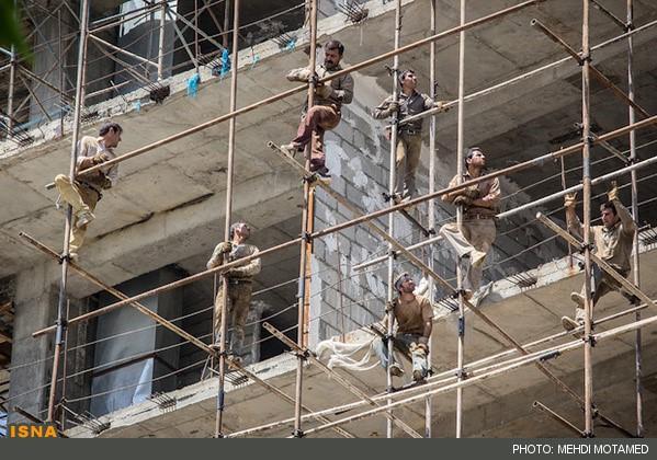 به گزارش پایگاه خبری رکنا درتاریخ روز پنجشنبه ۲۴ فروردین۱۳۹۶ آمده است : یک کارگرجوان حین کاردرسقز براثر سقوط از داربست ساختمانی پنج طبقه جان خود را از دست داد.