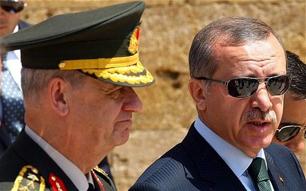 سرکوب و خفقان در ترکیه سابقه دور و دراز دارد. پس از کودتای نظامی در سال 1980، با سردمداری ارتشیان، قانون اساسی جدیدی در سال 1982 تدوین شد که همواره با اعتراض مردم روبرو بود. ترکیه که با شرط استقرار دموکراسی جهت ورود به اتحادیه اروپا روبرو بود، در اوایل سال های دهه 2000، اصلاحاتی در «قانون بنیادی ترکیه» به وجود آورد. «شورای امنیت ملی کشور» ناظر بر کنترل نفوذ ارتش در نهادهای دولتی شد و به درخواست اروپا درصدد کاهش آن برآمد.