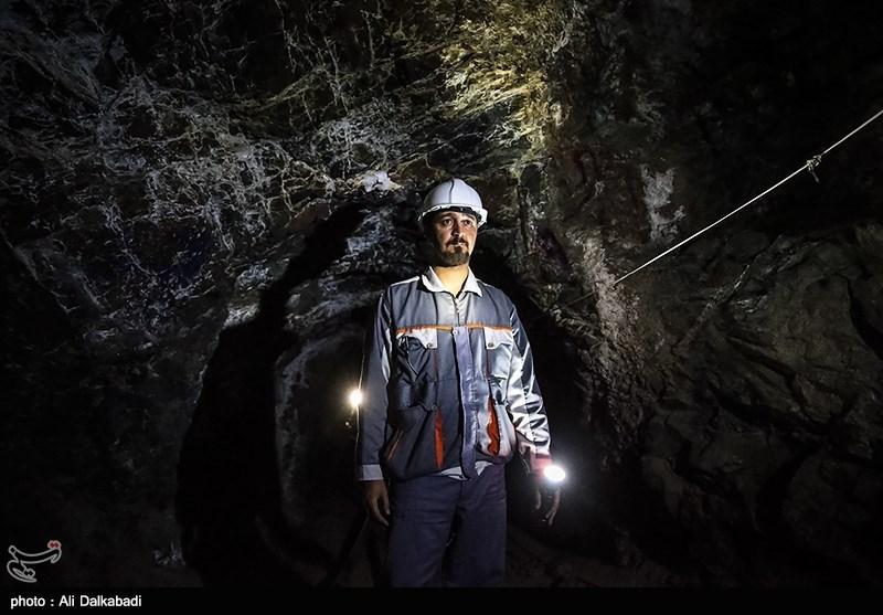 به گزارش خبرگزاری تسنیم، دوشنبه ۸ خرداد ۱۳۹۶آمده است: نایبرئیس انجمن سنگ آهن با بیان اینکه در حال حاضر بیش از ۲۰۰ معدن سنگ آهن تعطیل شده است، گفت: تعطیلی این معادن باعث شده تا ۳۰هزار کارگر بیکار شوند.