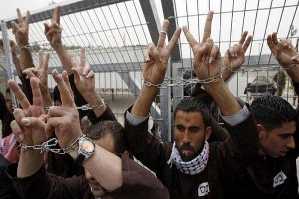 با آغاز هفتهی سوم اعتصاب غذای زندانیان فلسطینی، الحق (Al-Haq )، المیزان (Al Mezan)، مرکز حقوق بشر فلسطین (PCHR) و فدراسیون بینالمللی جامعههای حقوق بشر (FIDH) از جامعهی بینالمللی خواستند برای تحقق خواستهای بهحق کلیهی فلسطینیهای زندانی در اسرائیل دست به اقدام بزند. سازمانهای ما نگران امنیت زندانیان هستند و اسرائیل را، بهعنوان قدرت اشغالگر، مسؤول هرگونه صدمه به جان آنها میدانند.
