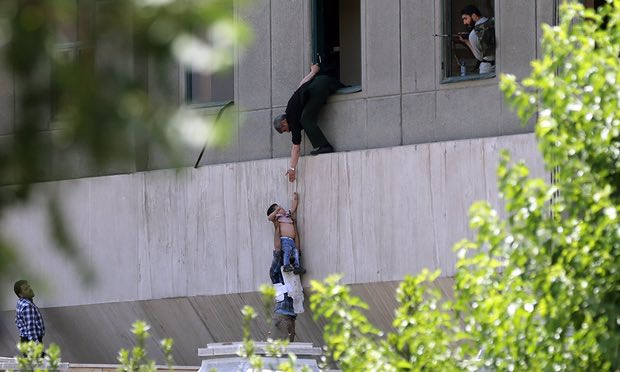 افراد مسلح حوالی ساعت ۱۰:۳۰ صبح امروز در حالی که تیراندازی میکردند، به زور وارد مجلس شدند، در اتفاق دیگری مهاجمان مسلح در آرامگاه آیت اله خمینی دست به تیراندازی زدند. این دو حمله ی تروریستی بعد از چند ساعت با کشته شدن دوازده نفر و مجروح شدن چند ده نفر به پایان رسیده است. برخی از مهاجمین کشته شده اند، یک نفر خود را منفجر کرده و یک زن دستگیر شده است.
