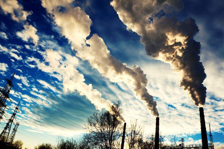 به گزارش خبرگزاری تسنیم؛ دوشنبه ۱۵ خرداد ۱۳۹۶آمده است : آمارهای منتشرشده از سوی پروژه جهانی کربن نشان میدهد ایران با انتشار سالانه ۶۴۸ میلیون تن دیاکسید کربن بهعنوان هفتمین کشور بزرگ آلودهکننده هوا در جهان شناخته شده است.